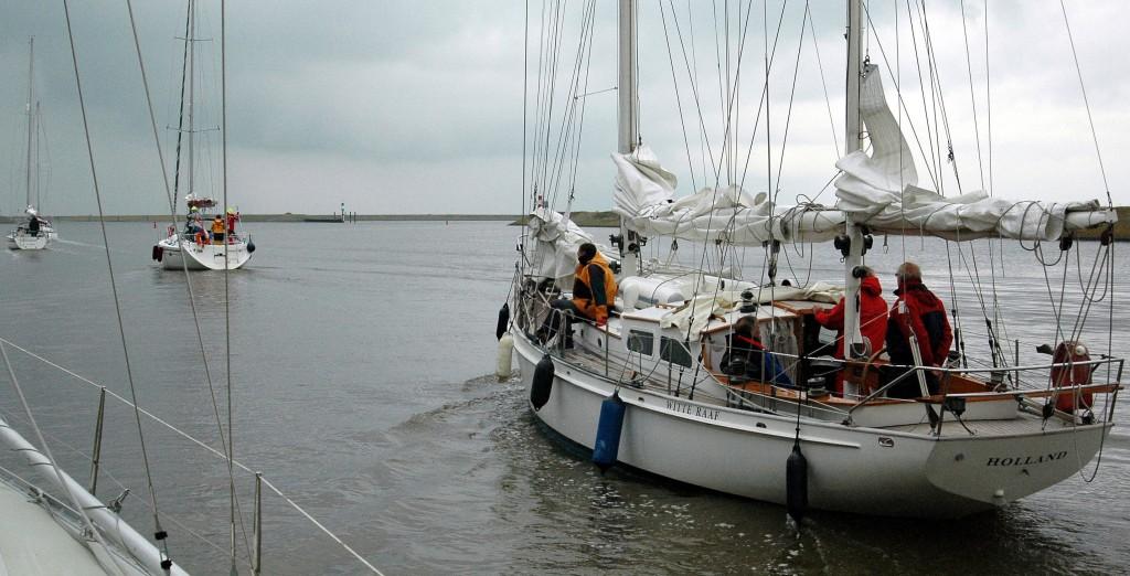 CZT boten verlaten de sluis bij Den Oever